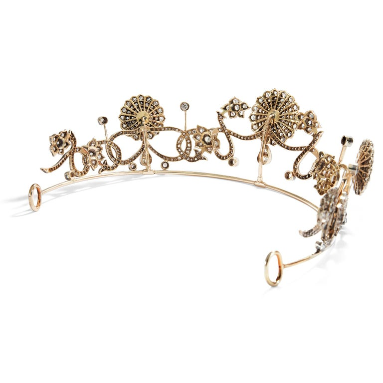 Antique Victorian circa 1890 16.76 ct Diamond Silver and Gold Belle Époque Tiara In Excellent Condition For Sale In Berlin, Berlin