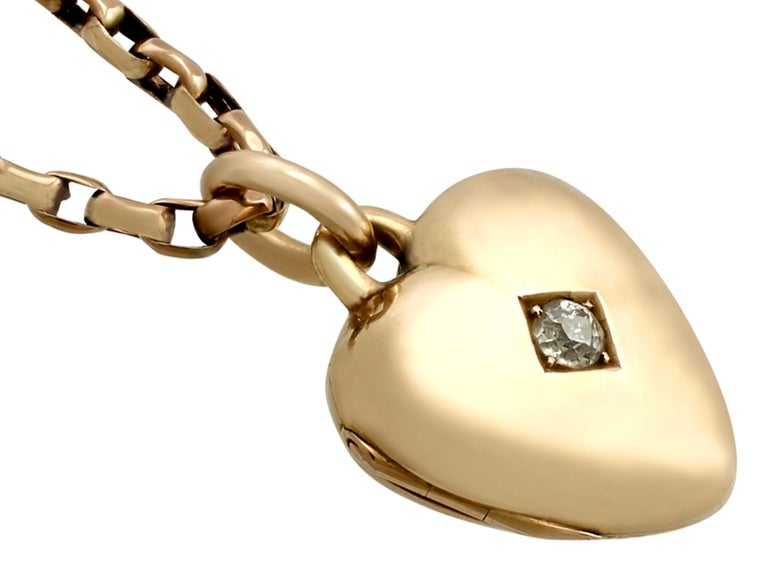 Antique Victorian Diamond and Yellow Gold Heart Locket In Excellent Condition For Sale In Jesmond, Newcastle Upon Tyne