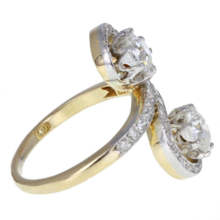 Late Victorian Antique Victorian Diamond Toi-et-Moi Two-Stone Twist Ring For Sale