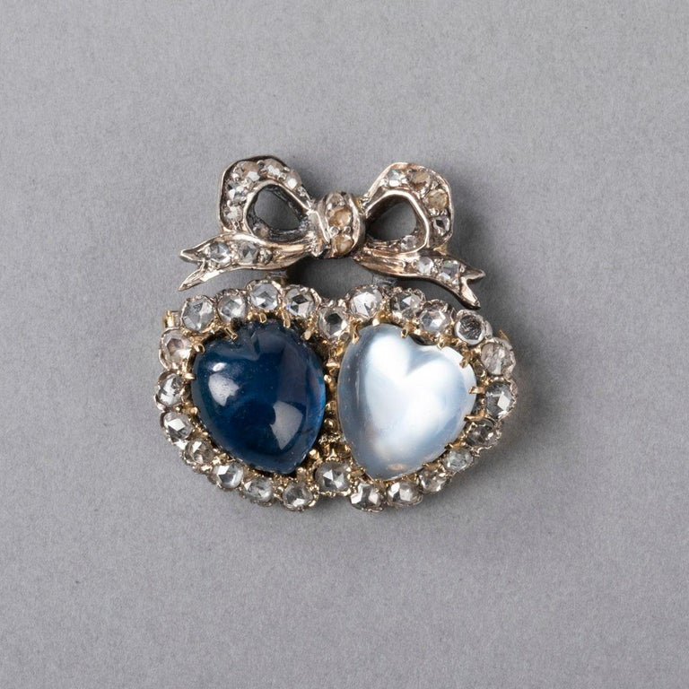 Antique Victorian Double Hearts Sapphire and Moon Stone Brooch In Good Condition For Sale In Saint-Ouen, FR