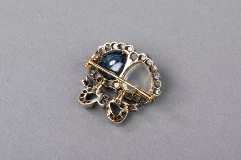 Antique Victorian Double Hearts Sapphire and Moon Stone Brooch For Sale 3