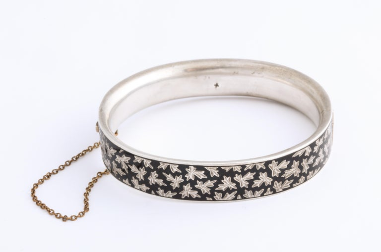 Antique Victorian Enamel and Silver Chrerub Bracelet In Excellent Condition For Sale In Stamford, CT