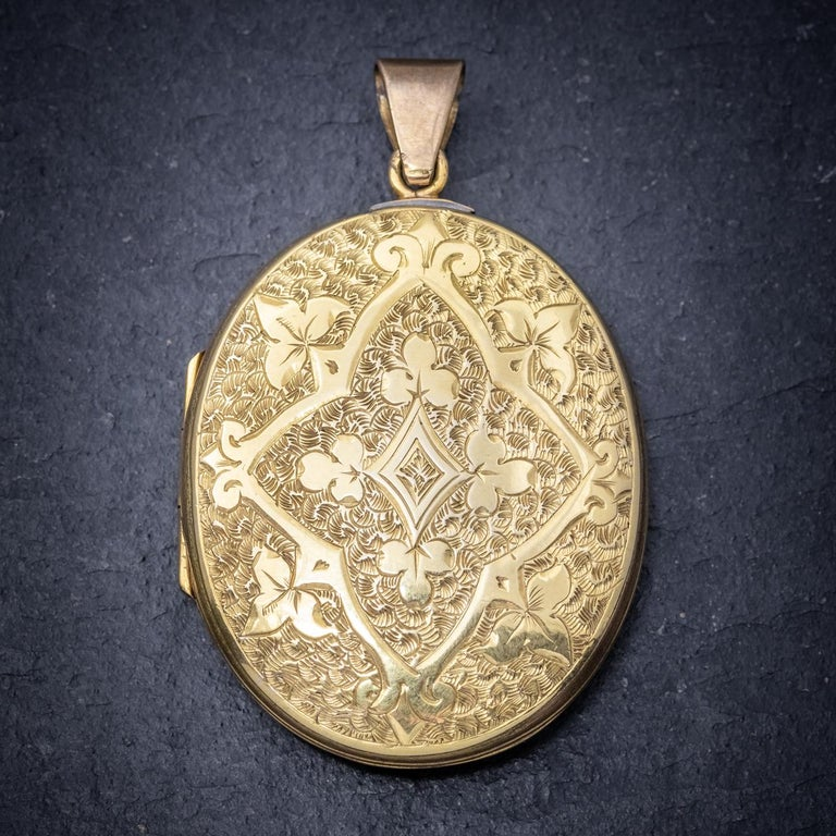 A beautiful antique Victorian locket featuring detailed engraved patterning on both sides. The piece is 18ct Yellow Gold back and front and complete with a rim and window inside in which a photograph or lock of hair can be inserted. It would look