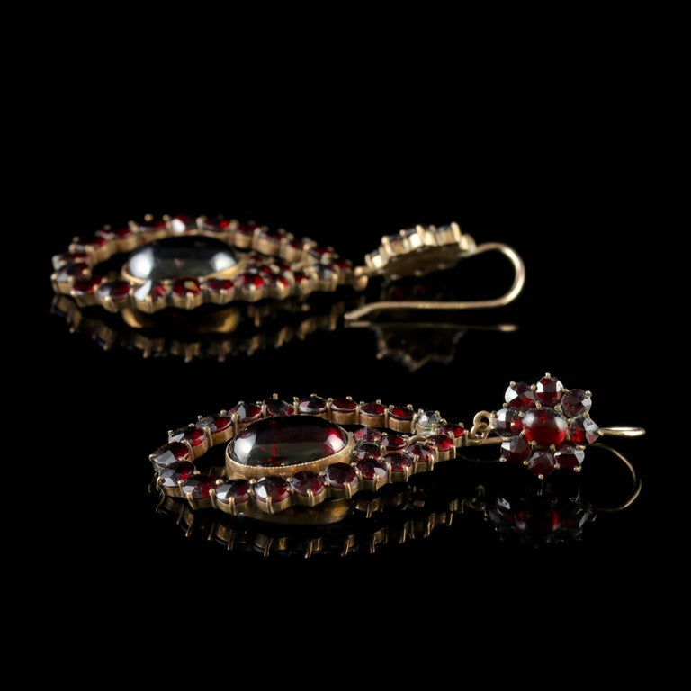 Antique Victorian Garnet Earrings 9 Carat Gold, circa 1880 In Excellent Condition For Sale In Lancaster, Lancashire
