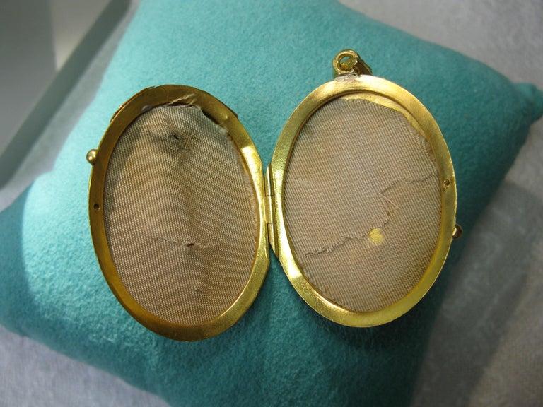 Antique Victorian Gold Locket 16 Karat Etruscan Pearl, circa 1860 For Sale 5