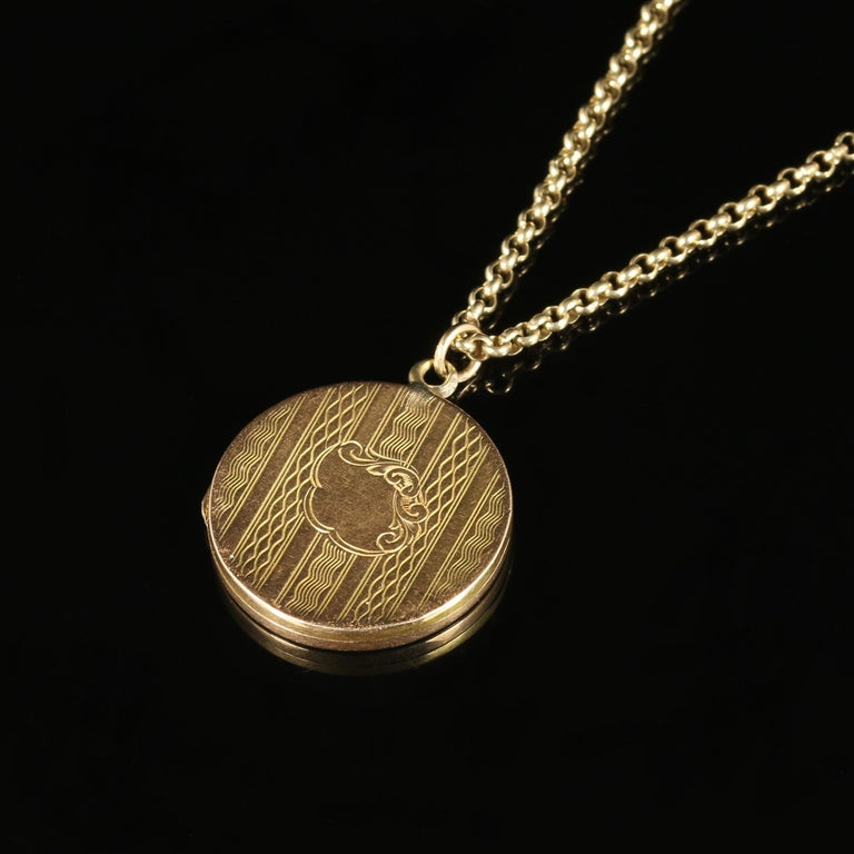 Antique Victorian Gold Locket Dated Birmingham 1890 15 Carat In Excellent Condition For