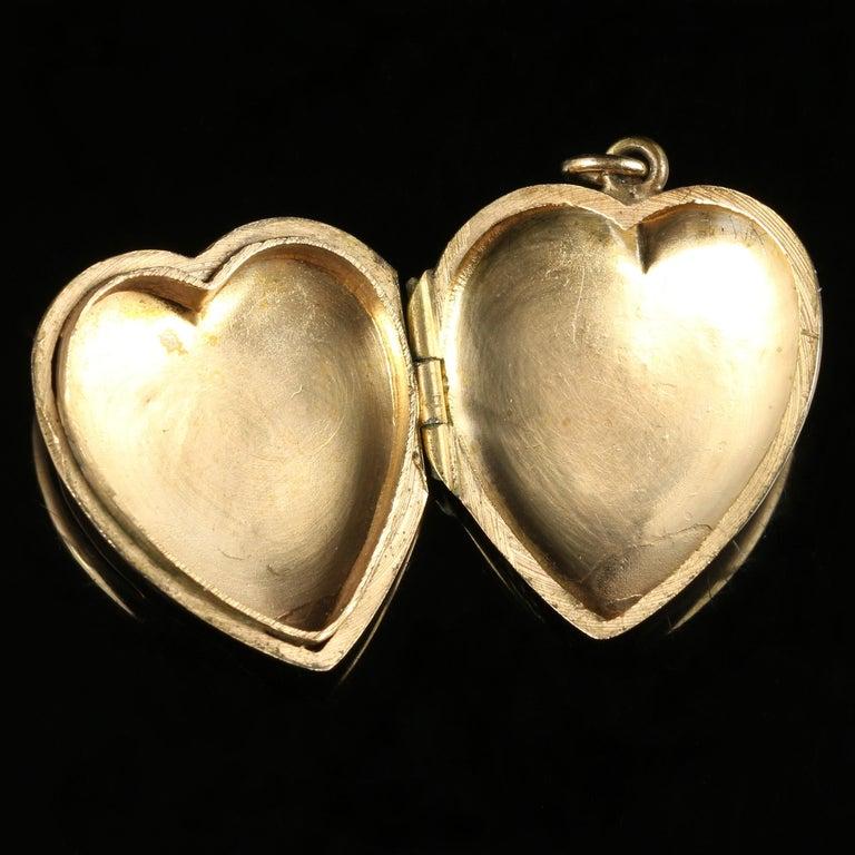 Women's Antique Victorian Heart Locket 9 Carat Gold, circa 1900 For Sale