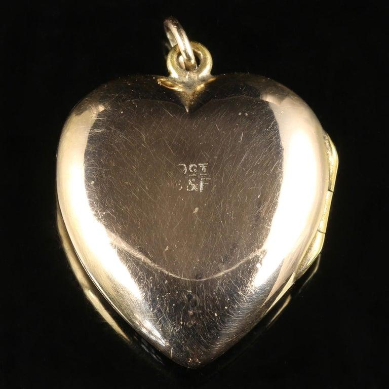 Antique Victorian Heart Locket 9 Carat Gold, circa 1900 For Sale 1