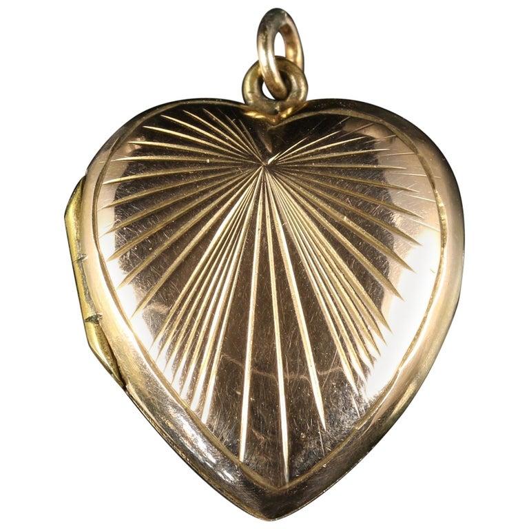 Antique Victorian Heart Locket 9 Carat Gold, circa 1900 For Sale