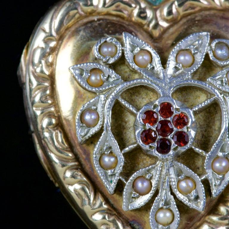 Antique Victorian Heart Locket Garnet Pearl 9 Carat Silver, circa 1900 In Excellent Condition For Sale In Lancaster, Lancashire