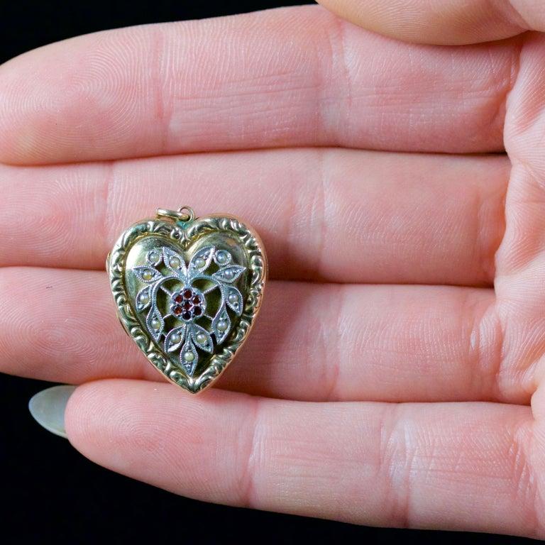 Antique Victorian Heart Locket Garnet Pearl 9 Carat Silver, circa 1900 For Sale 4