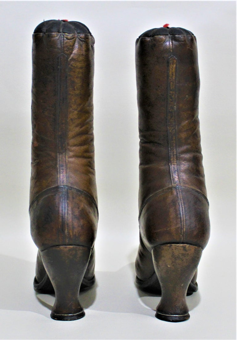 Antique Victorian Ladies Leather Piedmont Shoes Boots Mercantile Store Display  In Good Condition For Sale In Hamilton, Ontario