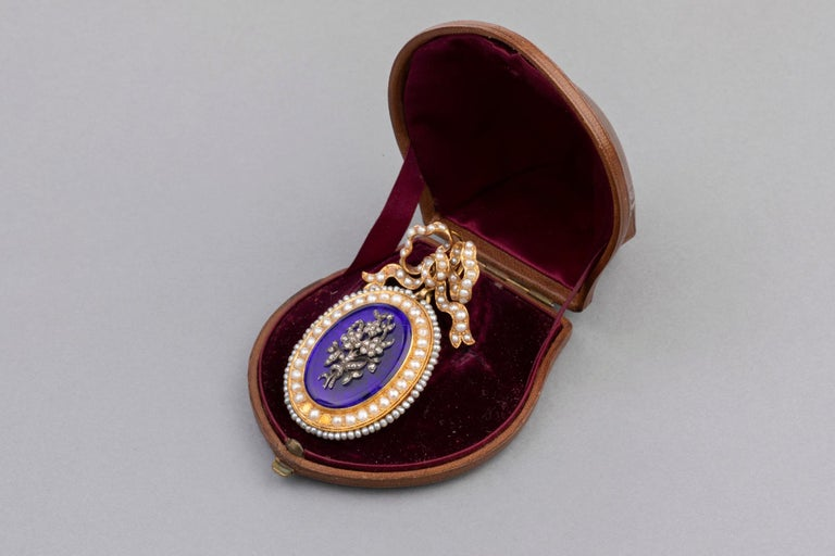 Antique Victorian Locket, Gold Enamel and Pearls In Good Condition For Sale In Saint-Ouen, FR