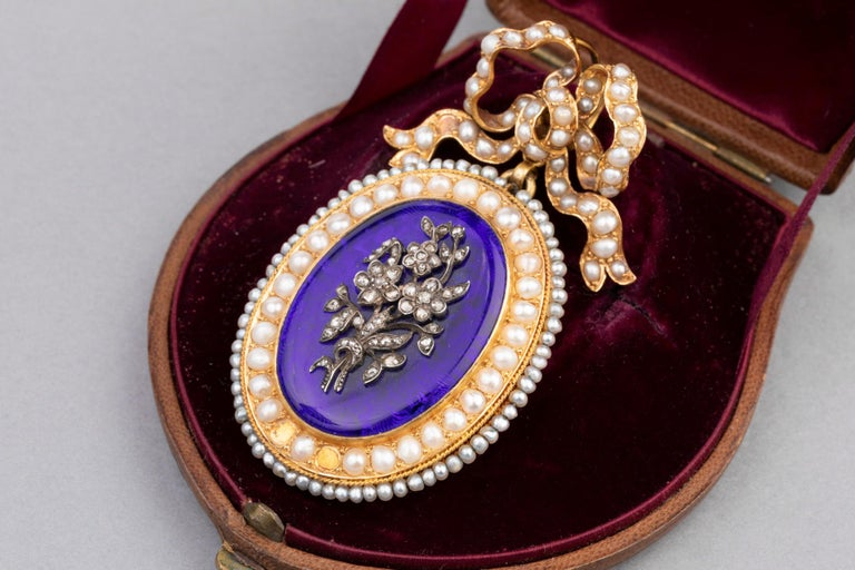 Antique Victorian Locket, Gold Enamel and Pearls For Sale 1