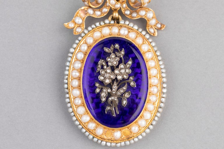 Antique Victorian Locket, Gold Enamel and Pearls For Sale 2