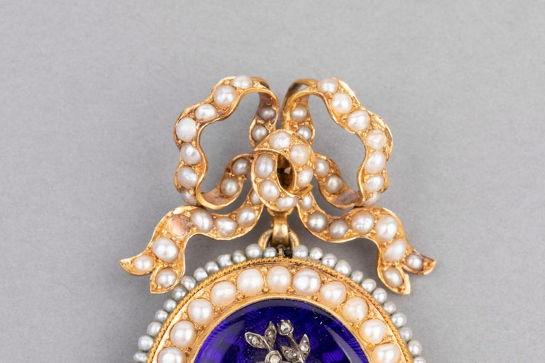 Antique Victorian Locket, Gold Enamel and Pearls For Sale 3