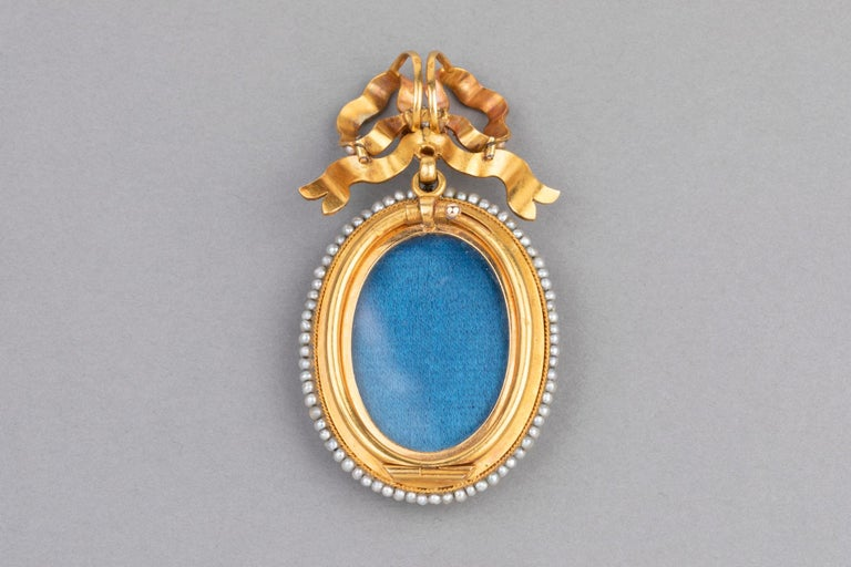 Antique Victorian Locket, Gold Enamel and Pearls For Sale 4