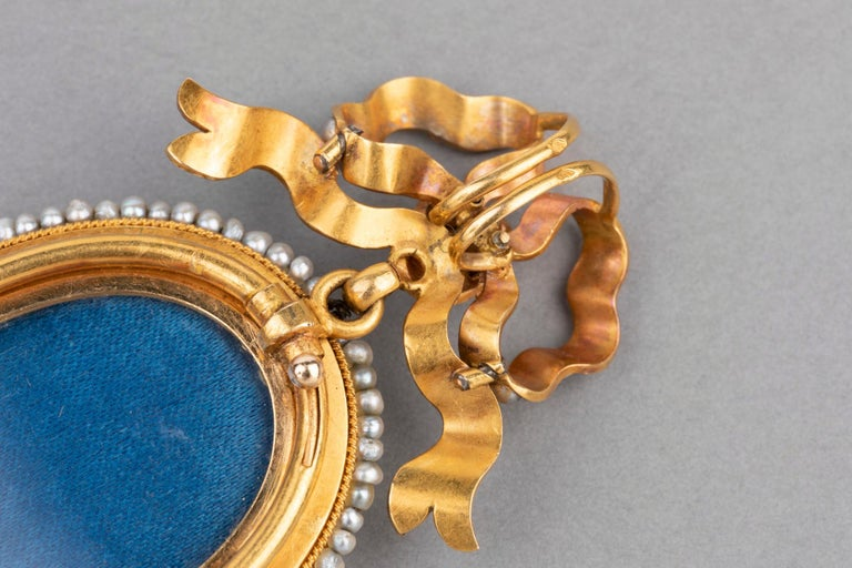 Antique Victorian Locket, Gold Enamel and Pearls For Sale 5
