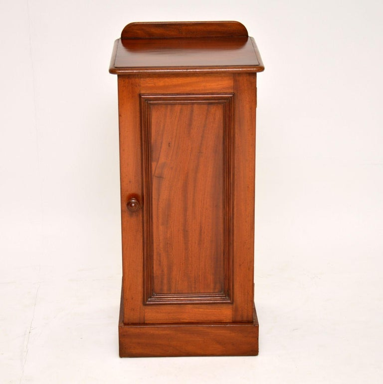 Antique Victorian mahogany bedside cabinet which could be used anywhere in the home. It's in good original condition and is a very practicable piece of furniture. This cabinet has the original back gallery, a panelled door, plenty of storage and