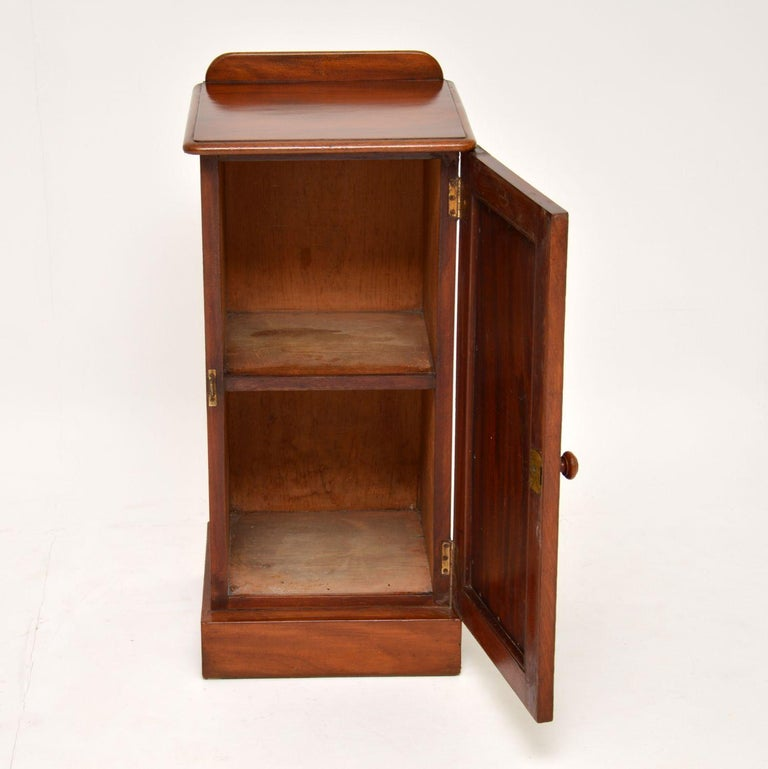 Antique Victorian Mahogany Bedside Cabinet In Good Condition For Sale In London, GB