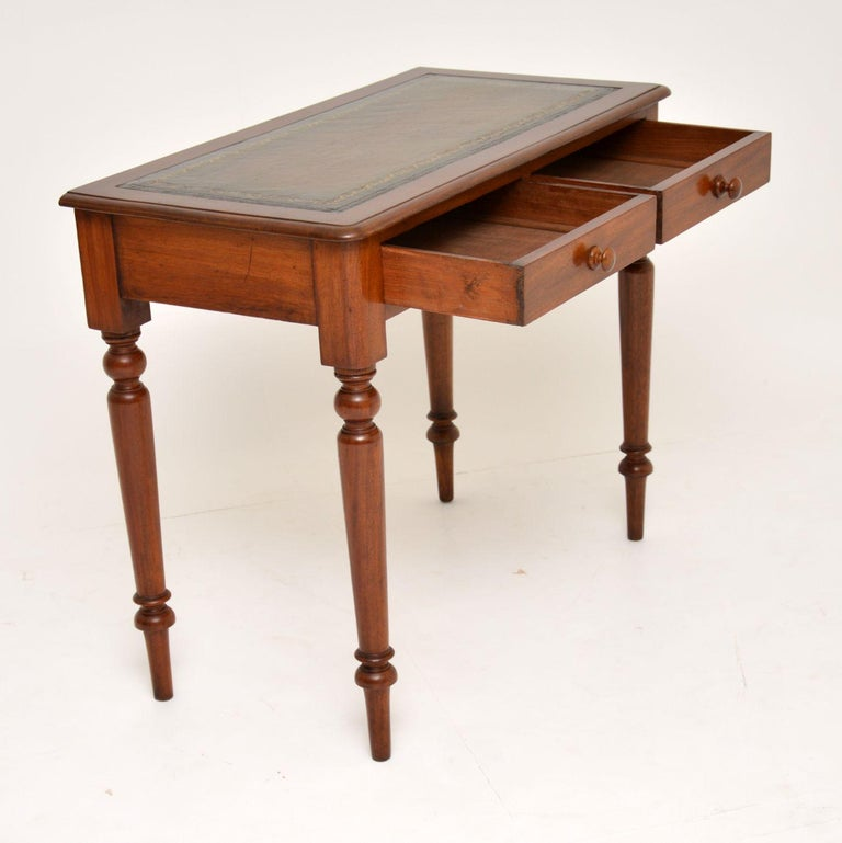 Antique Victorian Mahogany and Leather Writing Table In Good Condition For Sale In London, GB