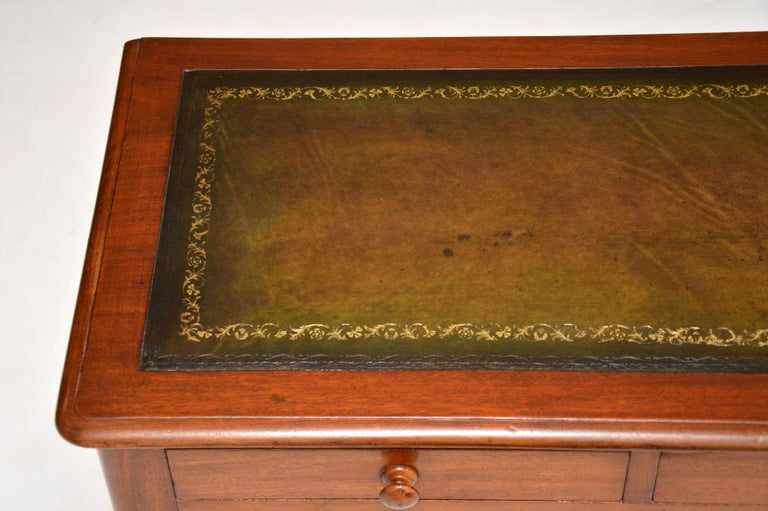 Antique Victorian Mahogany and Leather Writing Table For Sale 2