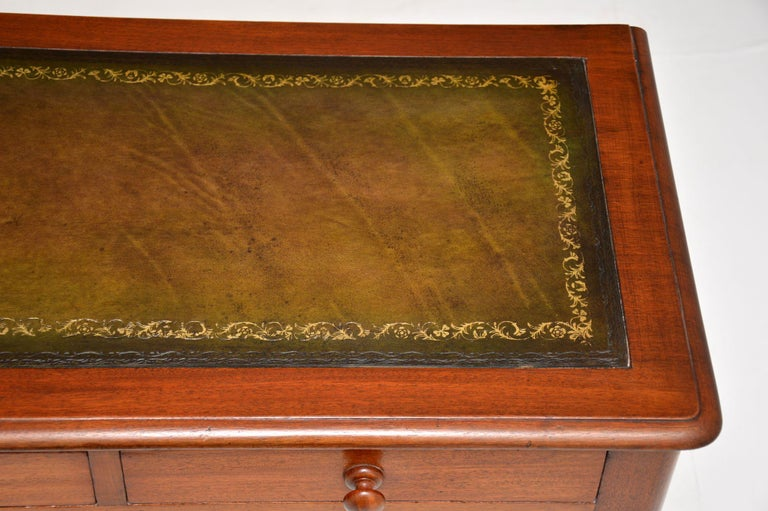 Antique Victorian Mahogany and Leather Writing Table For Sale 3