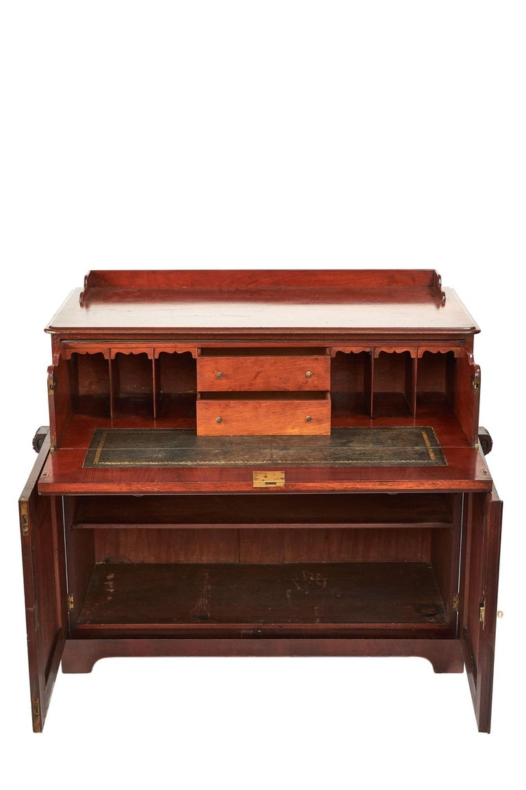 Antique Victorian mahogany secrétaire with cupboard base lovely mahogany top with gallery back above a fitted secretaire drawer with brass lions head handles. Below, there is 2 door cupboard with single shelf interior. Working lock and key for
