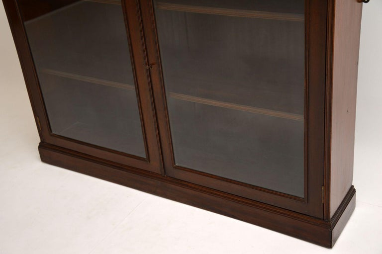 Antique Victorian Mahogany Two-Door Bookcase In Good Condition In London, GB