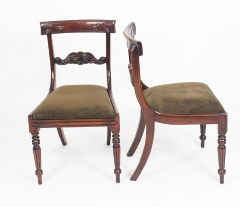 Antique Victorian Oval Dining Table 19th Century and 8 Bar Back Dining Chairs For Sale 7
