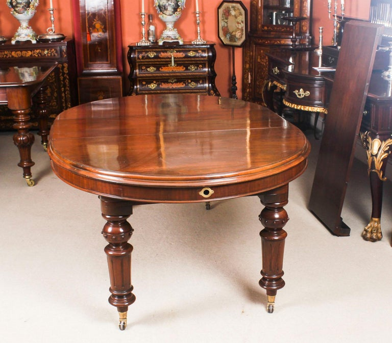 Mid-19th Century Antique Victorian Oval Dining Table 19th Century and 8 Bar Back Dining Chairs For Sale