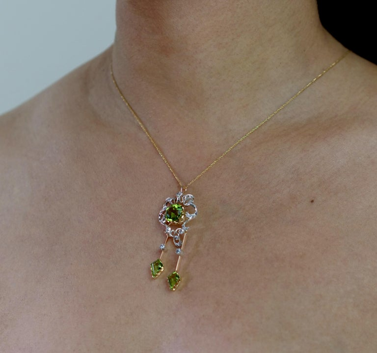 Antique Victorian Peridot and Diamond Pendant Brooch in 18 Karat Gold and Silver In Excellent Condition For Sale In London, GB