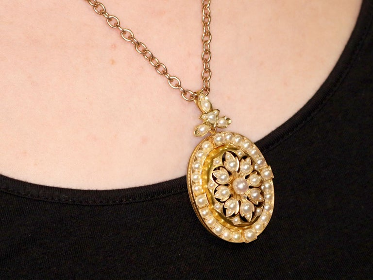 Antique Victorian Seed Pearl and Yellow Gold Pendant Brooch For Sale 8