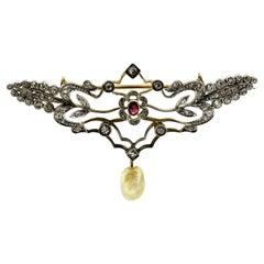 Antique Victorian Silver and 15 Karat Gold Brooch / Pendant, England, circa 1860