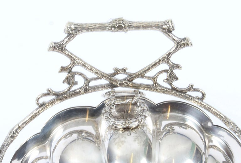 English Victorian Silver Plated Shell Folding Biscuit Box by Elkington, 19th Century For Sale