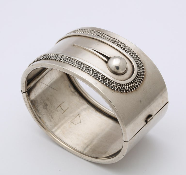 Antique Victorian Sterling Button Cuff Bracelet In Excellent Condition For Sale In Stamford, CT