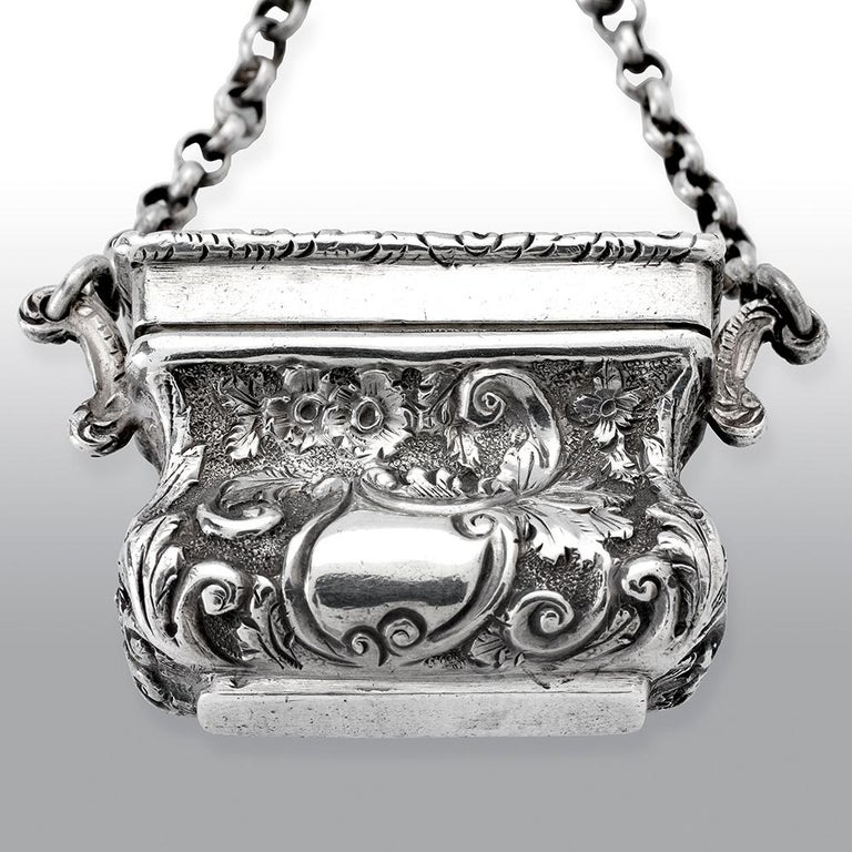 Antique Victorian Sterling Silver Castle-Top Vinaigrette Crystal Palace In Good Condition For Sale In Uckfield, Sussex