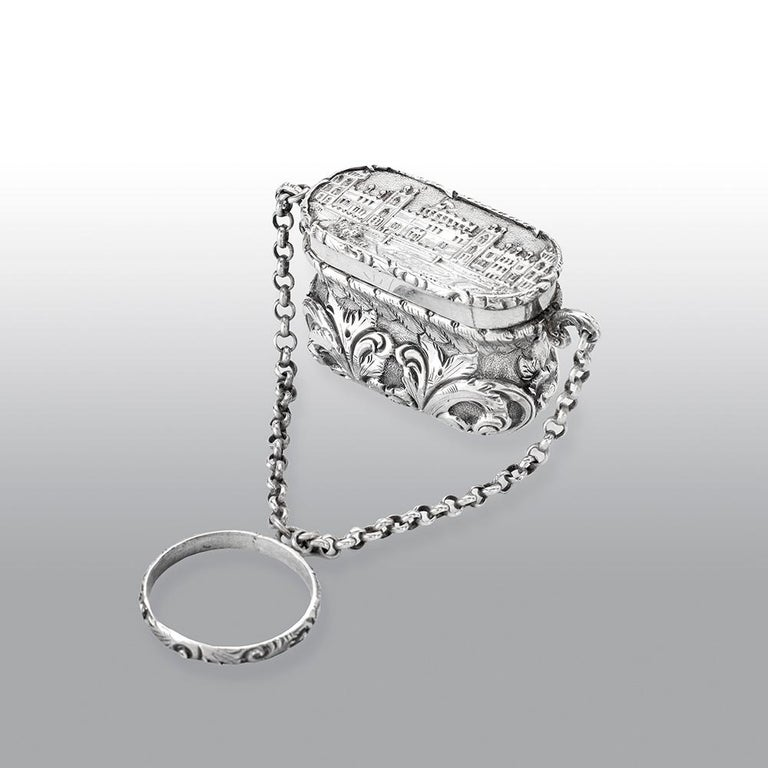 Antique Victorian Sterling Silver Castle-Top Vinaigrette Windsor Castle In Good Condition For Sale In Uckfield, Sussex