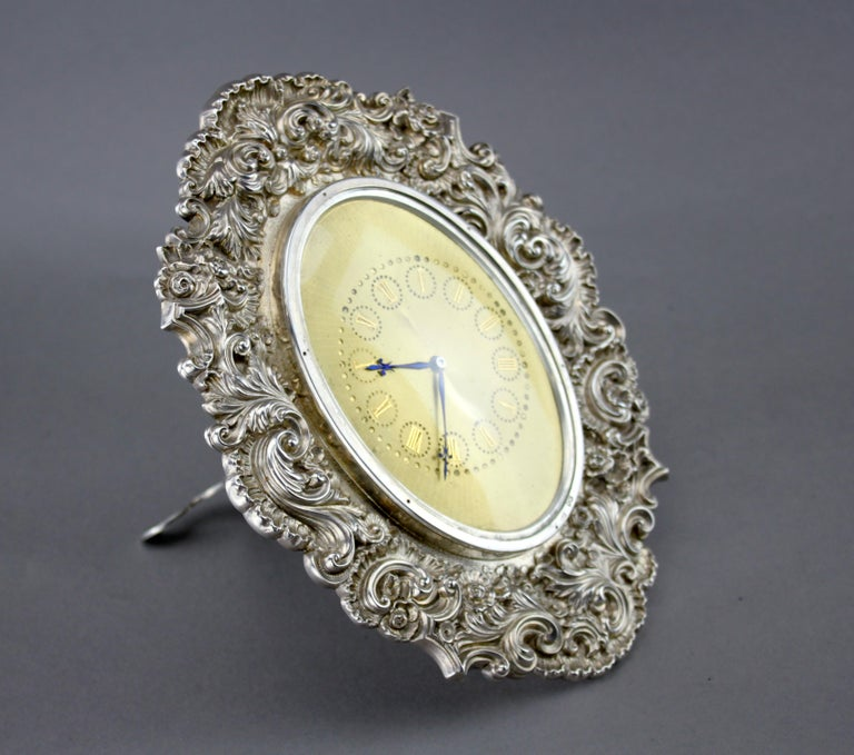 Antique Victorian sterling silver manual winding clock Silver Frame Maker : Louis Dee Made in London 1880-1884 Fully hallmarked  Casing material : Sterling Silver Movement : Manual Winding  Height: 17.5 cm Width: 17.5 cm Length: 18
