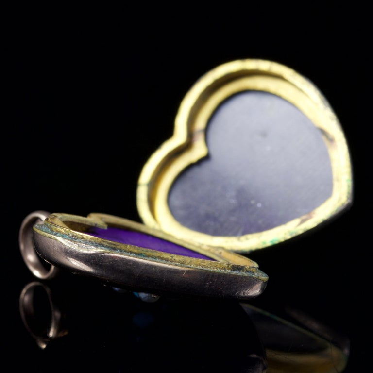Antique Victorian Turquoise Pearl Heart Locket Gold, circa 1900 For Sale 2
