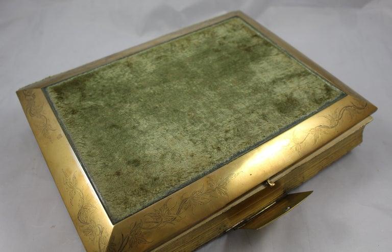 Antique Victorian Velvet And Brass Bound Photo Picture Album For