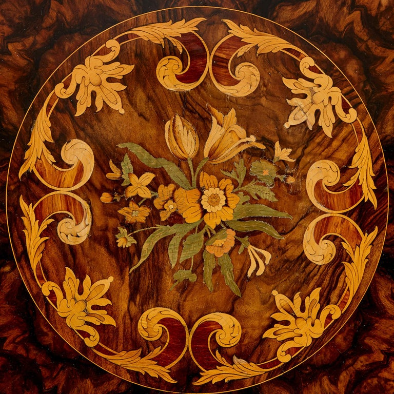 Antique Victorian Walnut and Marquetry Circular Table In Good Condition For Sale In London, GB