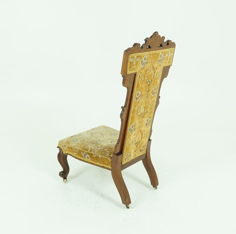 Antique Victorian Walnut Prayer Chair, Prie Dien Chair, Scotland 1870, 1638 In Good Condition For Sale In Vancouver, BC
