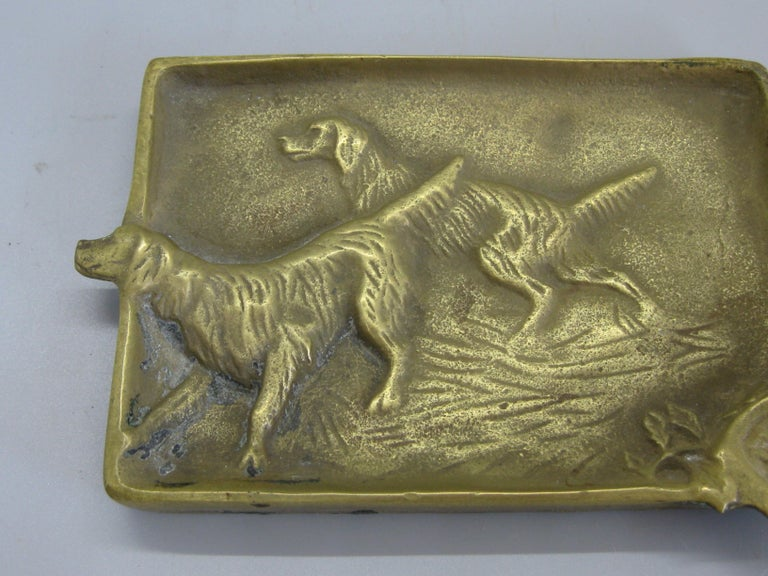 Beautiful antique brass Irish Setter dog figural ashtray dating from the 1920s. Signed on the back. Made by Virginia Metalcrafters. Made of cast brass and has a wonderful patina. In very nice original condition. Measures approximate: 5