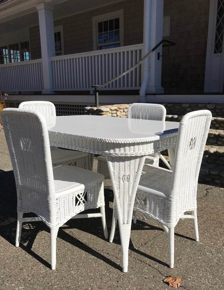 Antique Wicker Dining Table and Chairs In Good Condition For Sale In Old Saybrook, CT