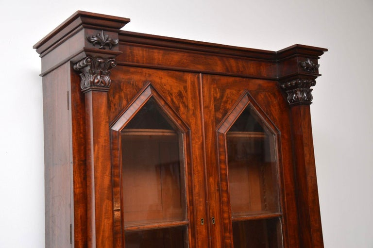 Antique William IV Flame Mahogany Bookcase In Good Condition For Sale In London, GB