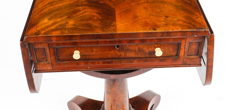 Antique William IV Flame Mahogany Drop-Leaf Work Table, 19th Century For Sale 1