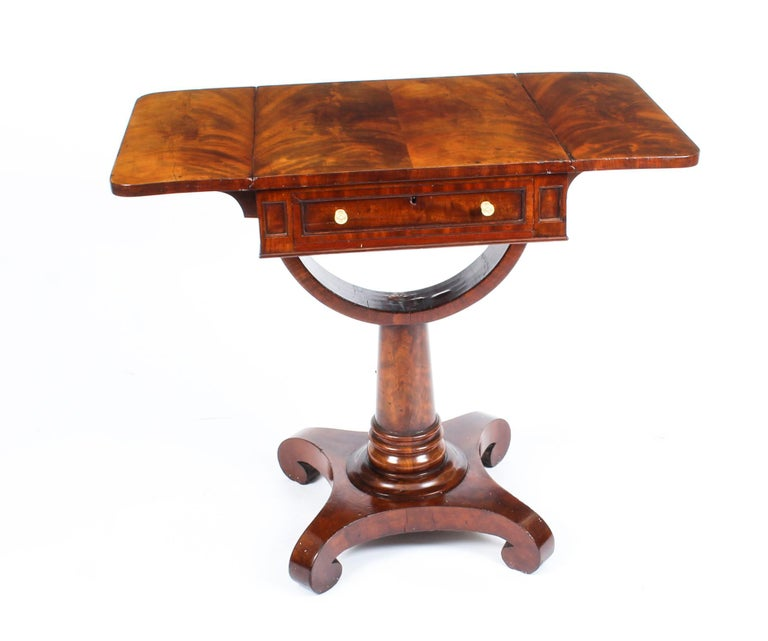 Antique William IV Flame Mahogany Drop-Leaf Work Table, 19th Century For Sale 3