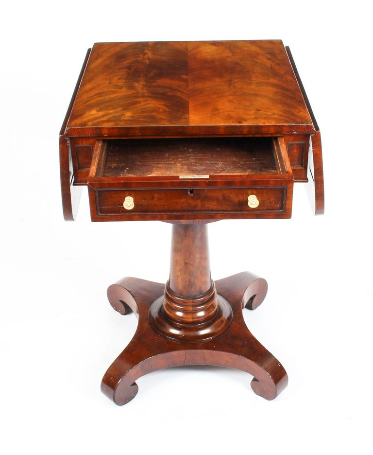 Antique William IV Flame Mahogany Drop-Leaf Work Table, 19th Century For Sale 4