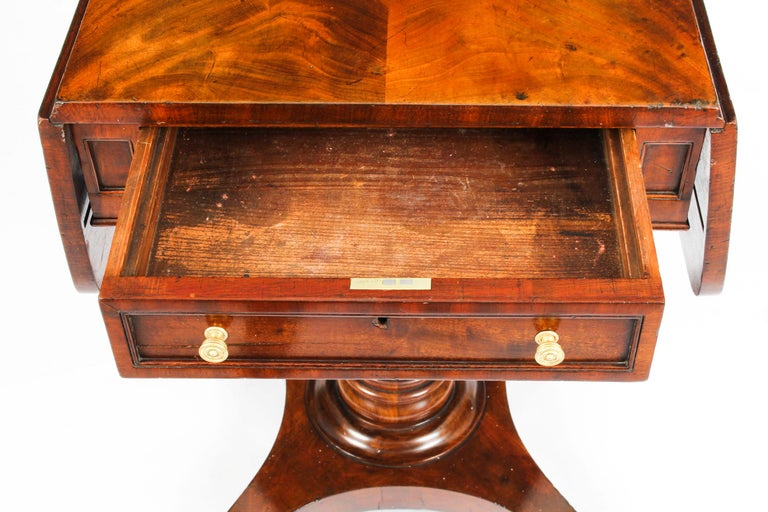 Antique William IV Flame Mahogany Drop-Leaf Work Table, 19th Century For Sale 5